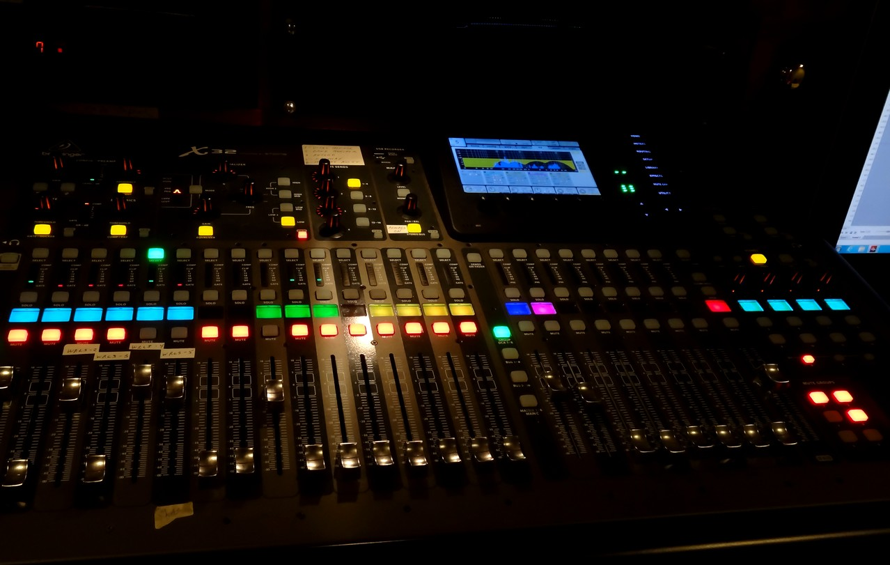 audio visual technician 32 channel digital mixing service